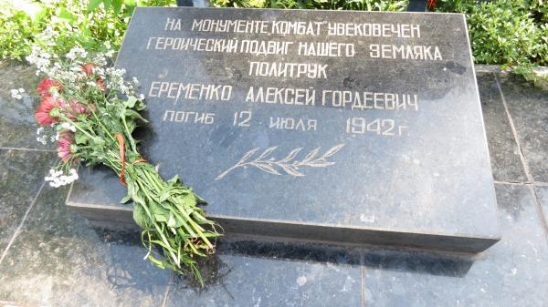 komu-meshaet-pamiatnik-v-zaporozhie 0005