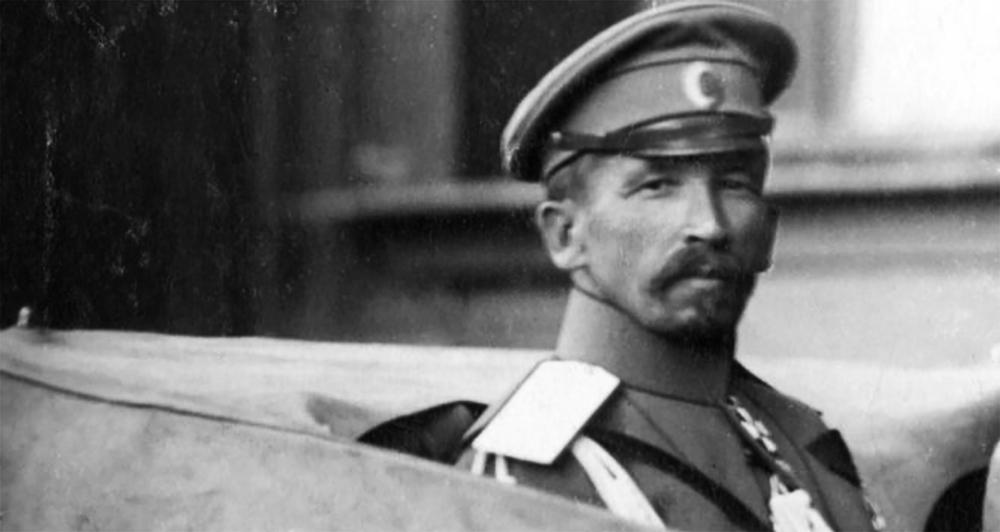 Корнилов. Попытался спасти Россию, но был предан Керенским.