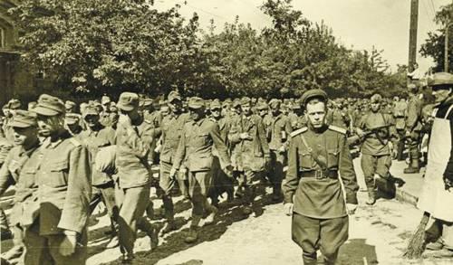 Лето 1944 года. Колонна пленных немцев на улицах Киева. Меньше чем за год до этого наш город был в их руках. Фото Г. Угриновича