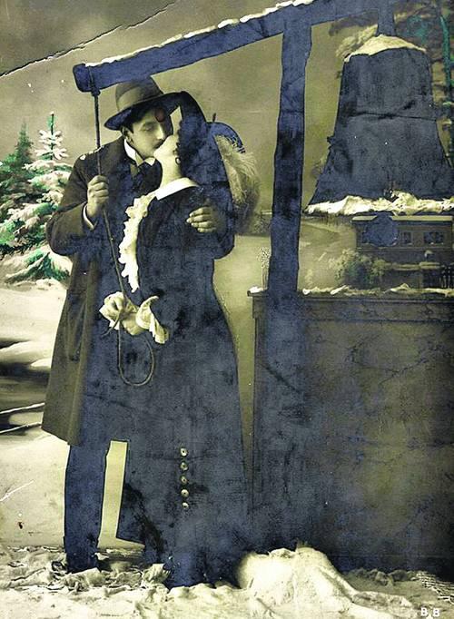 Новогодняя открытка начала ХХ в. По тем временам пара выглядит очень откровенно. Но издатели не боялись таких сюжетов
