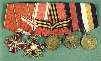 Колодка наград Дроздовского. Среди них два ордена –<br /> Анны и Станислава с мечами