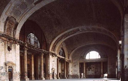 Зал ожидания вокзала. Просто древний Рим!