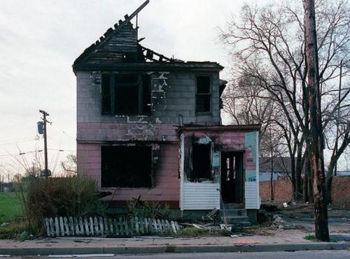 Сгоревший семейный очаг. Для Детройта — норма