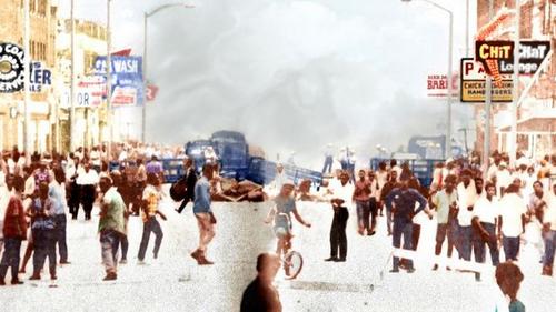 1967 г. Во время расовых беспорядков бойня на улицах продолжалась неделю. Теперь 82% населения — черные