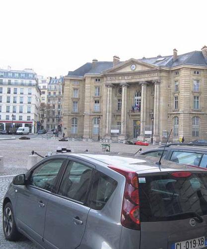 Мэрия 5-го округа. Тут, в двух шагах от Пантеона, гдележат Вольтер и Гюго, и происходил конгресс.