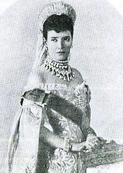 Публикация в 1914 г. журналом «Огонек» портрета императрицы-матери в юности породил слух о ее романе со Столыпиным