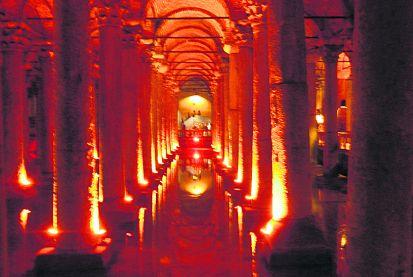 Цистерна. В этом подземном дворце византийцы хранили запасы воды