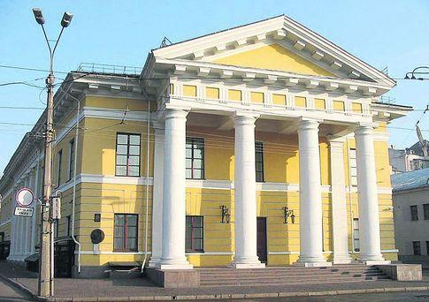 Контрактовый дом. В отличие от обычного карточного домика, самое старое киевское казино стоит два века