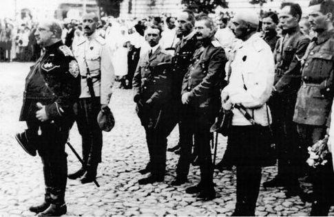 Парад белых в Киеве. За генералом Май-Маевским —генерал Бредов