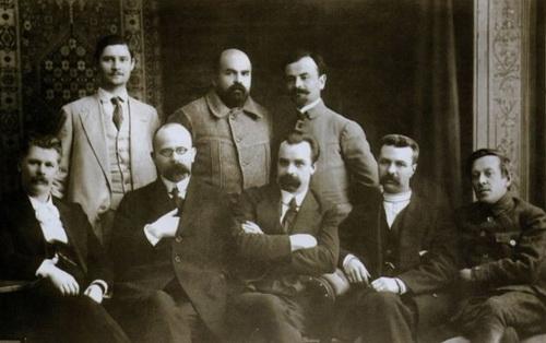 «Вожди» Украины. В центре — премьер-министр Винниченко. Крайний справа — военный министр Петлюра
