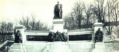 Крупным планом. Александра Второго убили народовольцы,а киевские большевики переплавили его статую