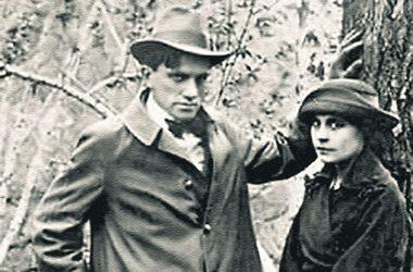 Маяковский и Лиля Брик в 1918 г. По<br />шикарному виду этой пары даже не скажешь, что в стране война.