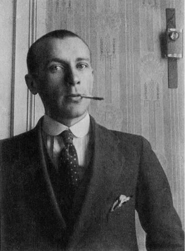 Михаил Булгаков не спешил воевать.