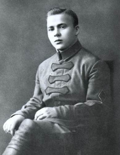 Зато Гайдар сразу бросился в бой.