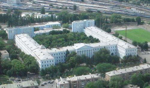 Минобороны Украины. В этом здании бывшего кадетсткого<br />корпуса происходит действие повести Гайдара.