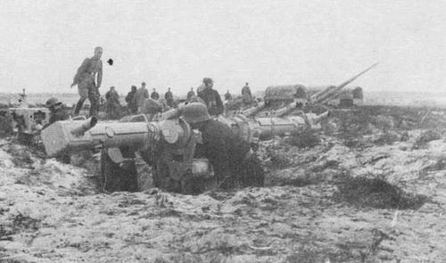 Расчет зенитного орудия. В небе над Бродами в июле 1944-го полностью царила советская авиация