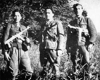 Хлопцы-оуновцы. Сегодня апологеты Бандеры и Шухевича хотят видеть их только героями, забыв, что ОУН была партией нацистского типа