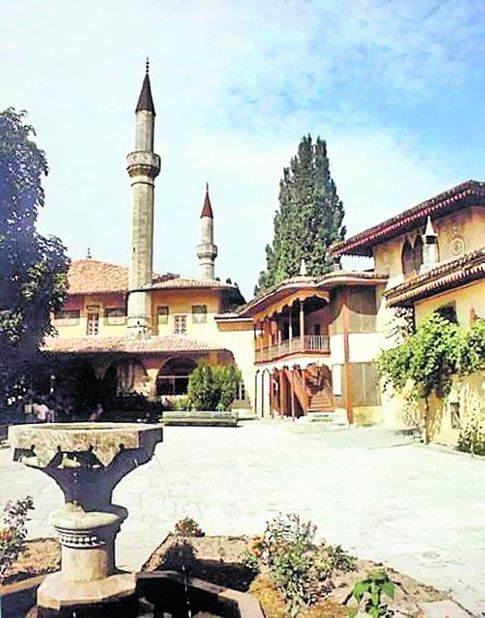 Дворец в Бахчисарае. Отстроен в XVIII в. Его предшественник был сожжен во время русско-турецкой войны