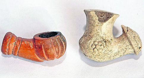 Украинская люлька (справа) произошла от татарской. Только размер ее со временем стал больше