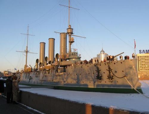 Вмерзшая в лед «Аврора». Из кораблей, участвоваших в Цусиме, до наших дней дожила только она и броненосец «Микаса» в Японии. «Аврора» — продукт инженера из Украины