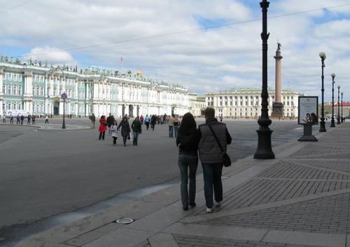 Зимний дворец. Его построила Елизавета, подарив свой Разумовскому