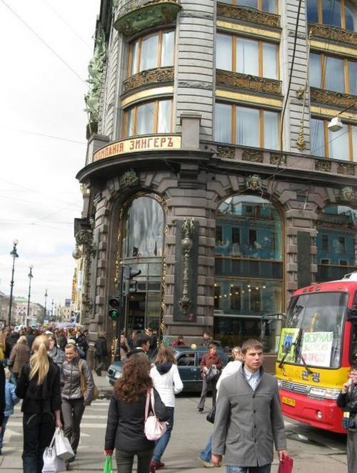 Дом Книги на Невском. До революции был штаб-квартирой «Зингера»