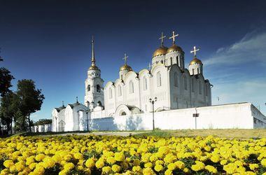 Успенский собор во Владимире.<br /> Андрей Боголюбский строил его с привлечением бригады каменщиков из Германии,<br /> которых прислал император Фридрих Барбаросса.