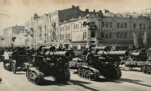 Парад 1945 года. Один из первых на послевоенномКрещатике