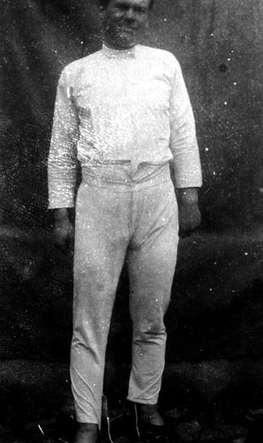 1907 год. Испытание подштанников для императорской гвардии