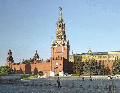 Кремль. В эти двери Богдан стучался не раз, пока его<br /> впустили.