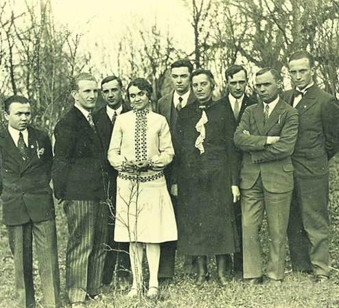 Брюки в полосочку. В начале 1930-х юный франт Шухевич пользовался успехом у прекрасного пола