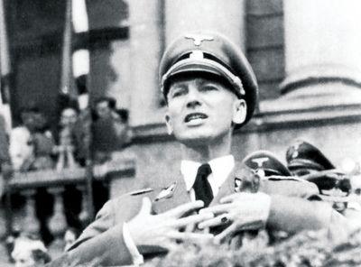 Губернатор Галичины Отто Вехтер распинается на митинге<br /> перед только что навербованными Галицкими эсэсовцами