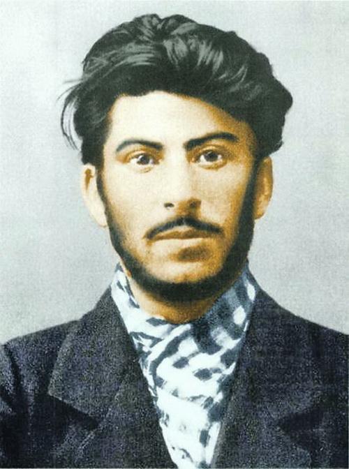 Молодой Сталин. Лично возглавлял налеты на банки