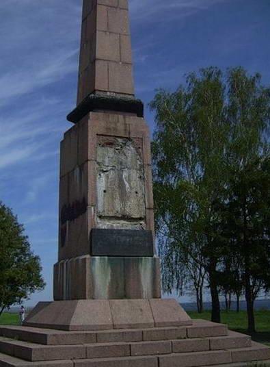 Триполье. Остатки памятника