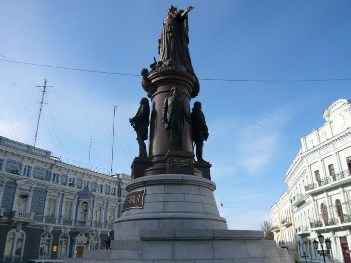 Памятник Екатерине Великой в Одессе. Прямо под Иператрицей - Иосиф де Рибас. Фото автора.