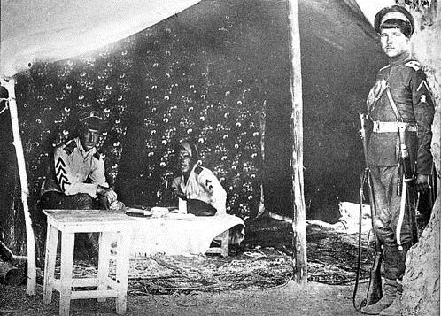 Атаман Б.В. Анненков в палатке