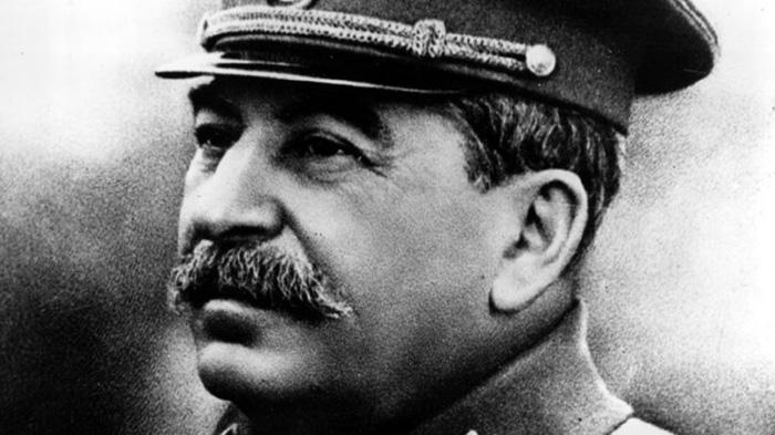 Сталин: «Из-за этой б...ди Крупской пришлось сделать вместо России СССР»
