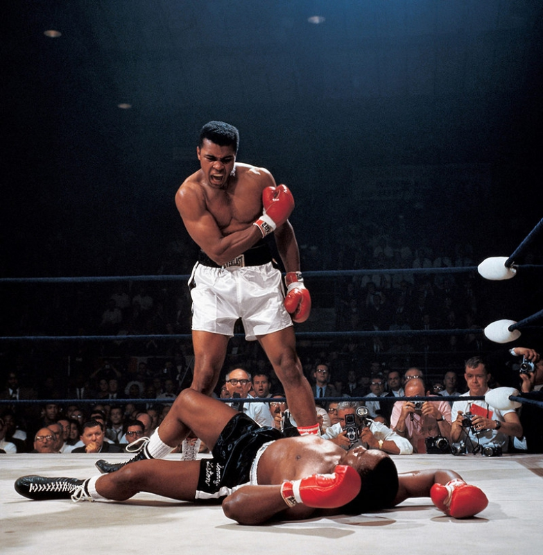 Muhammad_Ali_vs._Sonny_Liston_-_Neil_Leifer_1965.jpg