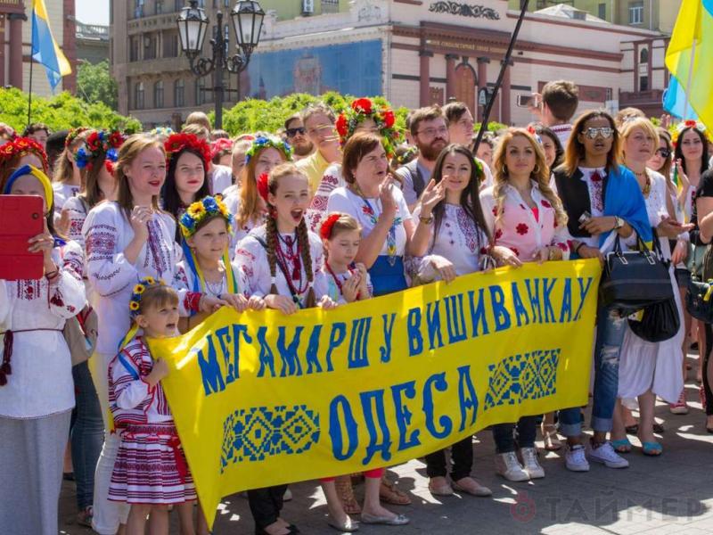 chinovniki_pridumali_spisok_rechevok_dlya_marsha_v_vishivankah_7841.jpg