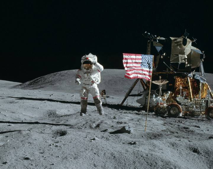 103377-kosmos-luna-kosmonavt-amerikanec.jpg