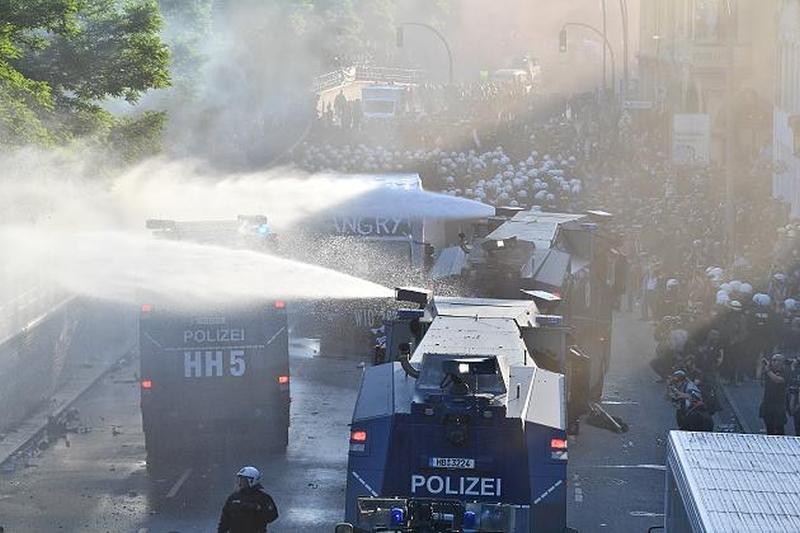 g20-police-05.jpg