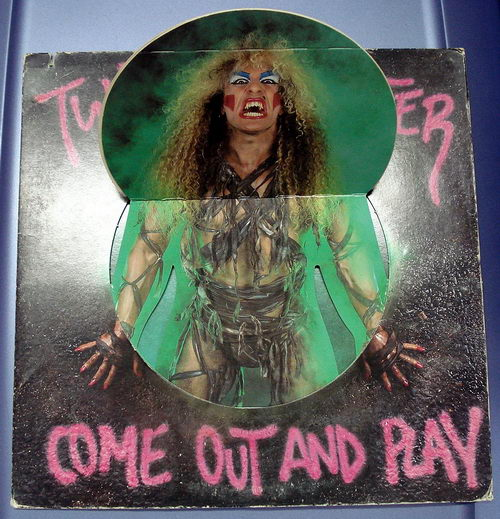 twisted-sister-come-out-and-play-cover-_1_20110604_2081716821.jpg